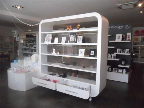 arredamenti per negozi mobili per negozi
