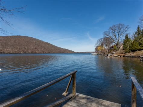 pontoon boat rental raccoon lake candlewood lake house and cabin rentals lakehousevacations