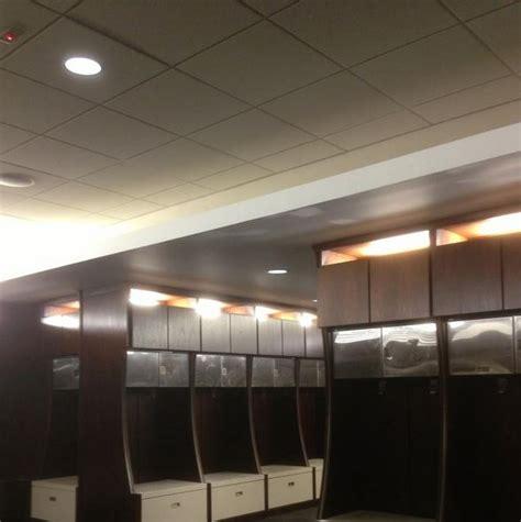 alabama football locker room a glance at alabama football s locker room renovations