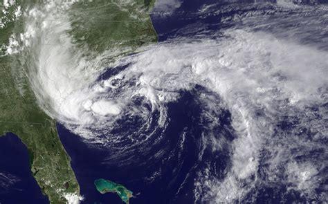 heavy rains in west bengal odisha as cyclone komen nears