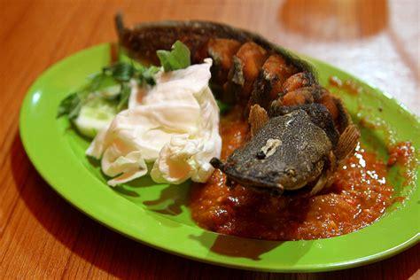 asal usul pecel lele gastronomi perikanan