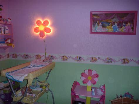 table à langer (photo 5/5)   Pour ce côté la de la chambre