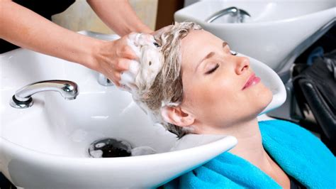 How To Wash Your Hair In The Sink by Shoo Sink Or Hair Salon Basin Danger And Strokes