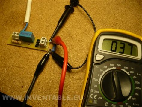 que funcion hace un capacitor leds con 220v modular con capacitor inventable