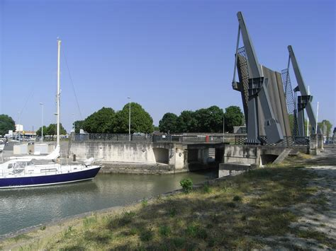 File:Pont basculant Rochefort 001 Wikimedia Commons