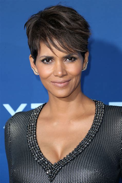 picture of halle berry hairstyle on extant beauty showdown who had the best hair and makeup look