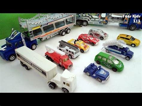Harga Mobil Mobilan Truk by Mainan Dua Truk Besar Mengangkut Mobil Mobilan