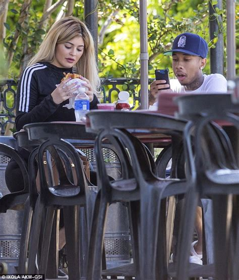 kylie jenner eats a burger during a date with boyfriend tyga daily mail online