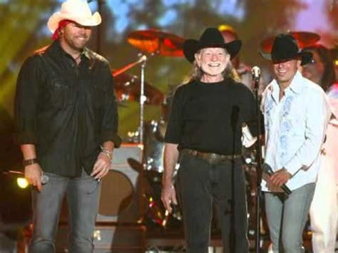 willie nelson smoking pot live toby keith willie nelson never smoke weed with