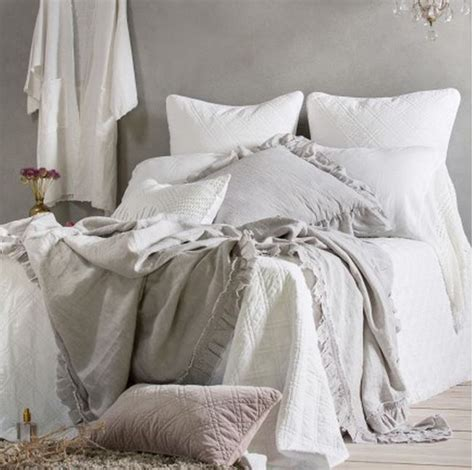 vintage pattern bed linen shabby chic bedroom ideas selecting the duvet covers