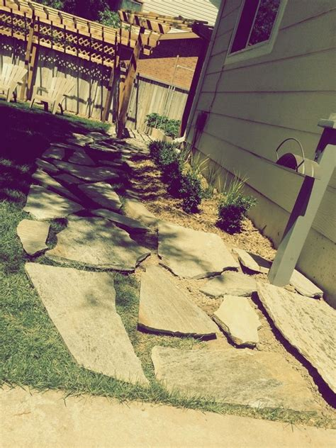how to lay a flagstone pathway in an existing lawn