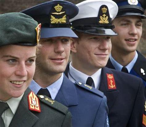 vaarbewijs suriname militair wetenschappelijke opleiding defensieacademie