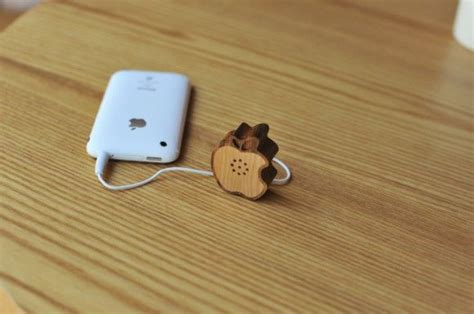 Wooden Apple Speaker Goes Perfectly Well With Apple