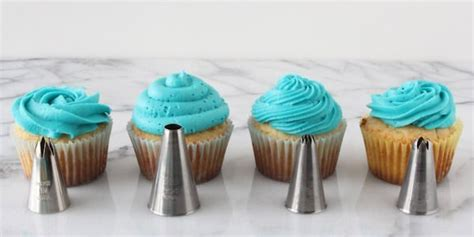 How To Decorate A Cupcake by How To Decorate Cupcakes Like A Master Baker Huffpost