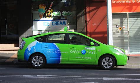 imagenes taxis verdes auckland ciudad joven empleados mayores y coches verdes