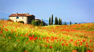 pienza tuscany italy hill town pienza field poppies 969 wallpapers13