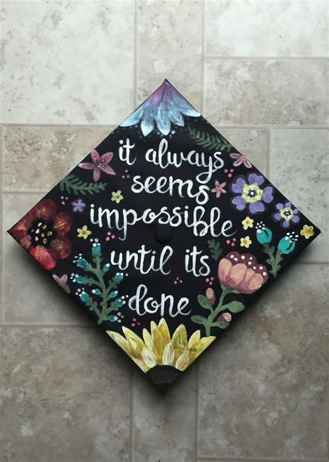 how to decorate graduation cap 25 best ideas about graduation cap designs on pinterest