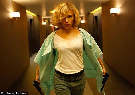 film lucy di luc besson scarlett johansson stars in promo shots for new luc besson
