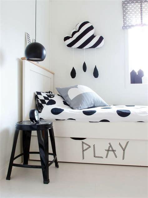 noir et blanc s invitent dans la chambre d enfant joli tipi