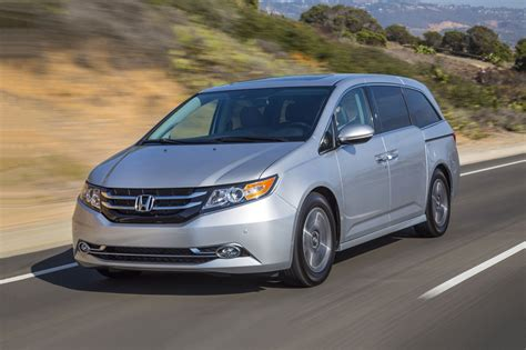 2017 minivan honda 2017 honda odyssey minivan pricing features edmunds