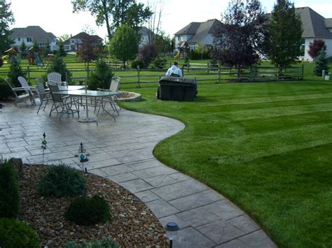 lawn mowing service toledo maumee perrysburg monclova