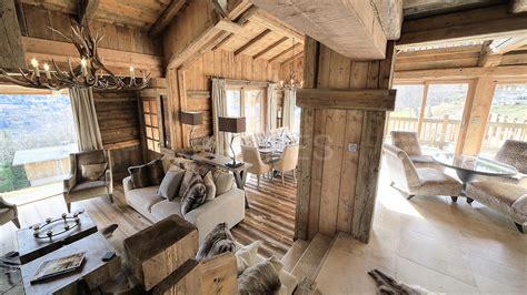 pour une poign 233 e de dollars c8 clint eastwood le chalet en vieux bois et pierres de pays offrant une vue