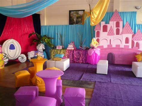 ideas para decorar un salon de fiestas en navidad como decorar salon para fiesta de princesas imagui