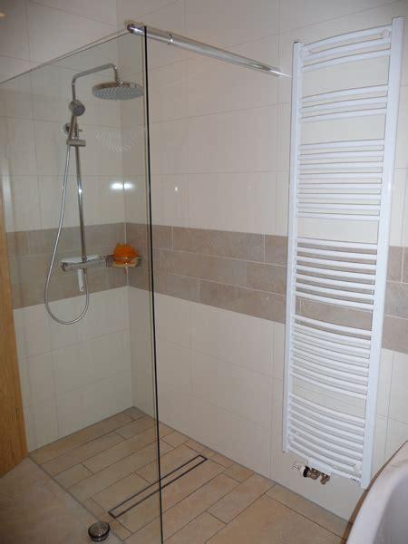 badezimmer fliesen undicht geflieste dusche undicht raum und m 246 beldesign inspiration