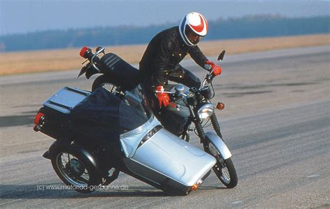 Motorrad Mit Beiwagen Rechtskurve by Links Herum Motorrad Gespanne