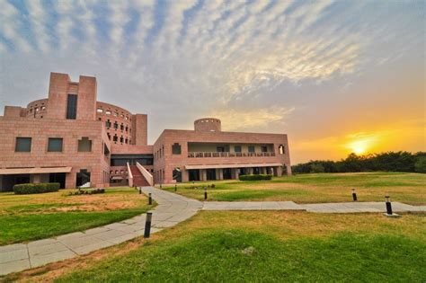 Isb Hyderabad For Mba by Indian School Of Business Hyderabad Pagalguy