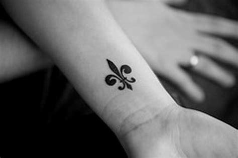 small fleur de lys foot tattoos fleur de lis tattoos page 4