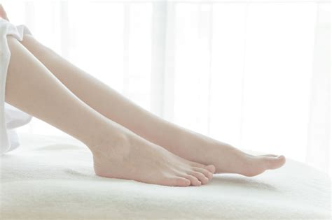 what causes leg crs in bed legs ache at in bed 28 images low back pain stretching
