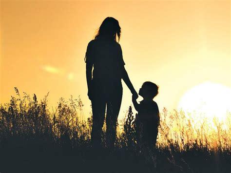 Teladan Ibu Anak lentera keluarga ibu teladan iman renungan harian