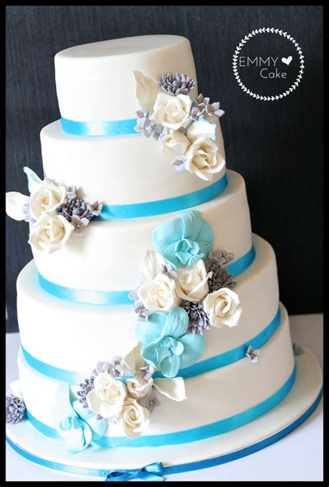 blue wedding cakes with flowers white wedding cake with blue silver and white sugar