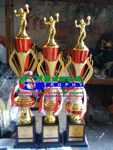 Medali Logam 1set Emasperakperunggu glint trophy pusat dan tempat pembuatan penjualan pemesanan plakat trophy piala medali