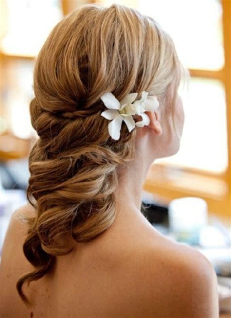 Hochzeitsfrisur Halboffen Blume by Brautfrisur Halboffen Kommen Sie Mit Stil Unter Die Haube