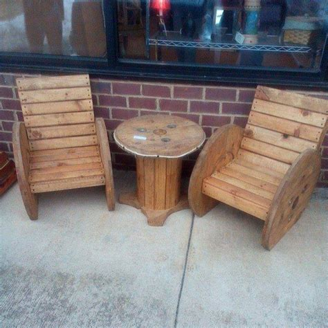 Wooden Spool Chair by Diy Pallet And Cable Spool Patio Set 99 Pallets
