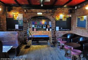 Country Style Homes Hobbit Pub In Southampton Sued By Hollywood Giant Middle