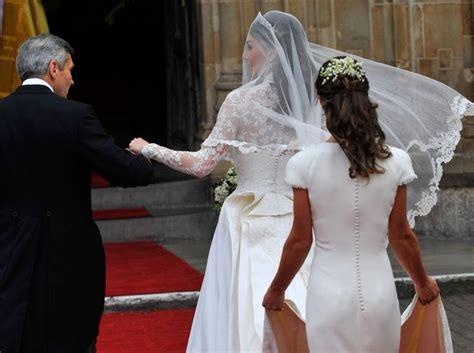 """Pippa Middleton avait elle de """"fausses fesses"""" au mariage de Kate et William?   L'Express Styles"""