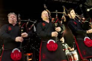 Scots band red hot chilli pipers blast easyjet after airline crush