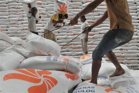 Karung Beras Bulog mentan tidak ada impor beras selama 2013 republika