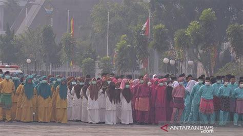 upacara hut   provinsi riau diselimuti kabut asap