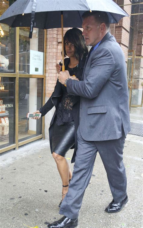 Halle Berry Makes Out With The Ground by Halle Berry Out And About In Nyc 09 Gotceleb