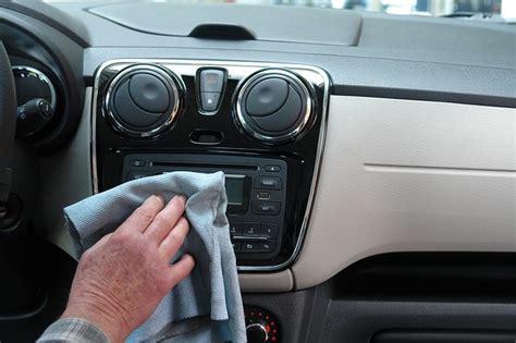 pulire auto interni come pulire l interno dell auto la tua auto