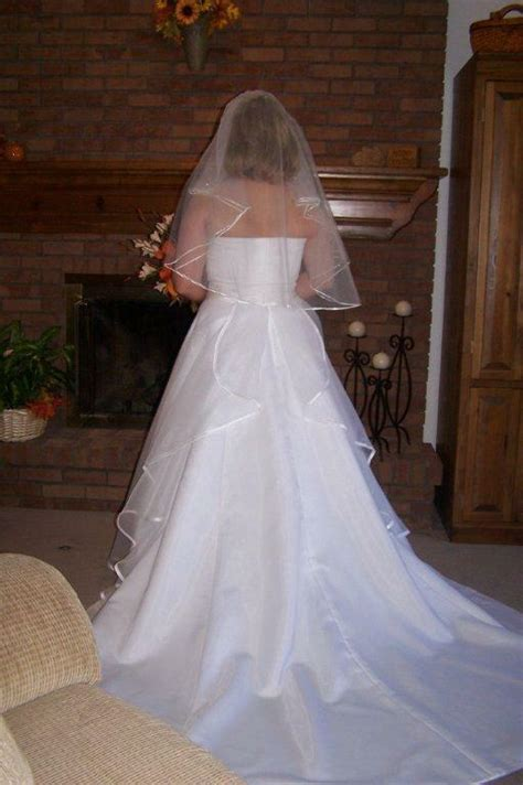 simpleelegant strapless wedding dress size   veil