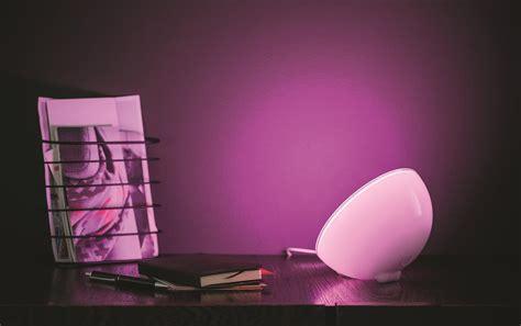 philips hue help desk lada da tavolo philips hue go effetto cromoterapia immagini