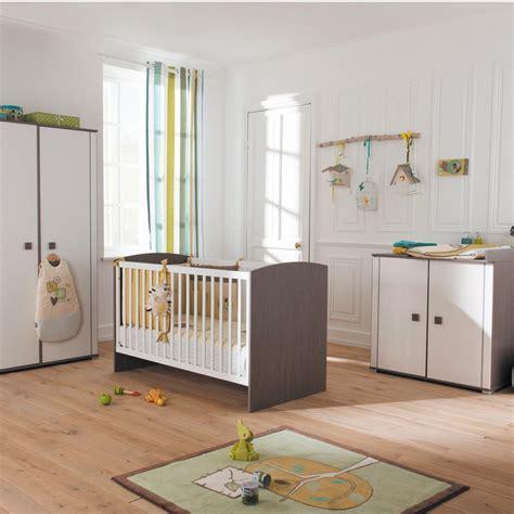 chambre bébé tendance chambre jaune et marron