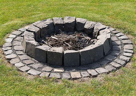 einfache feuerstelle im garten welche steine f 252 r die feuerstelle grillforum und bbq