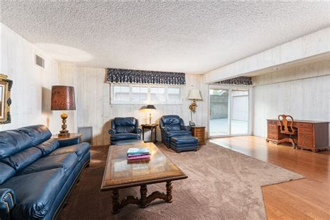 brady bunch home    sale  studio city