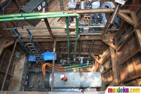 Mesin Bor Air Bawah Tanah foto mengintip sistem pipa pembuangan air limbah